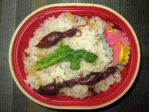 富山市北商工会女性部の協力による「ほたるいか炊き込みごはんの試食」
